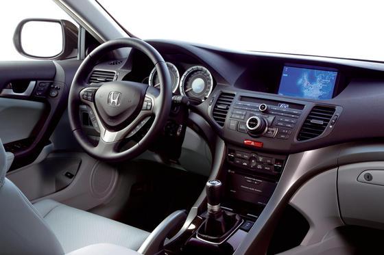 Приборная панель нового Honda Accord